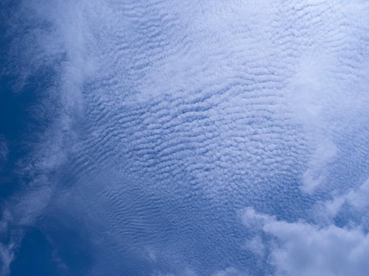 サシ模様の雲